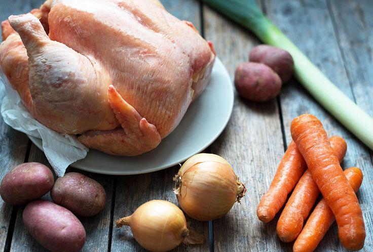 Du er bare to steg unna verdens beste hønsefrikasse. Dette er billig og sunn husmannskost. Oppskrift på deilig hønsefrikasse.