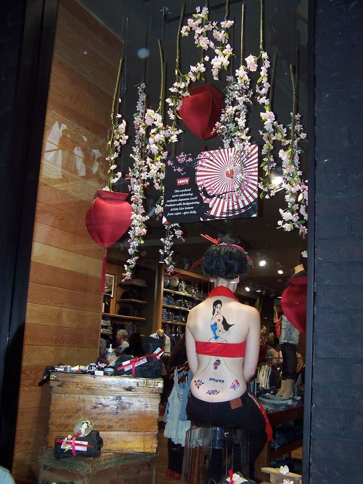 Bodypainting Shop Front Window Display for Levis