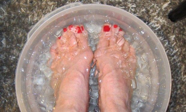 pies_en_agua_fria_con_hielo