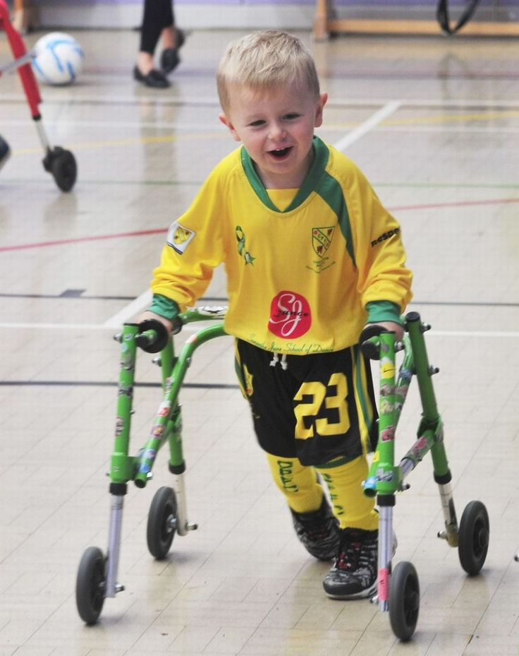PHOTOS - Young footballers with cerebral palsy celebrate after scoring new kit - Manchester Evening News