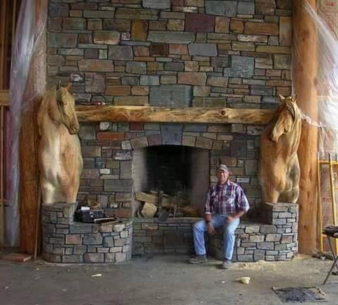 La pazzesca decorazione in legno di un camino in pietra! #woodworking