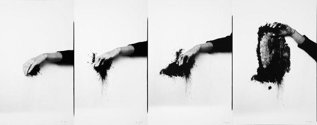 Helena-almeida-corpus-performance-art-conceptuel-jeu-de-paume-03_medium