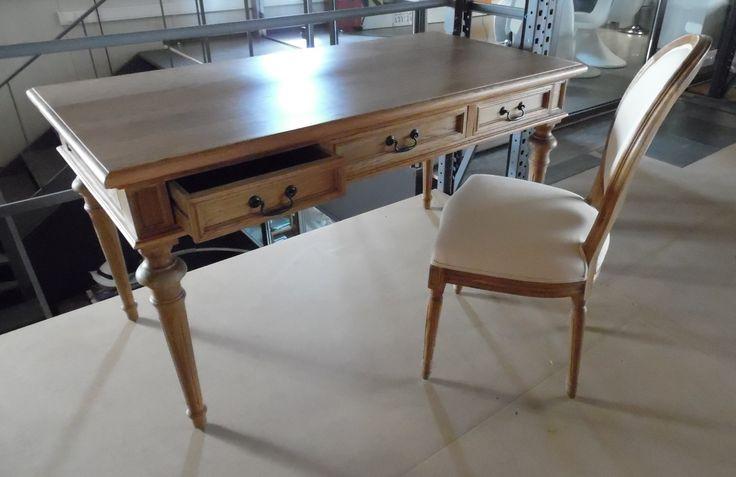 Oak wood secretaire reception - decorative table, in natural color. | Zazoo Event Rentals