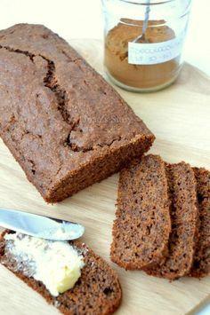 Ouderwetse maar gezonde ontbijtkoek , zonder suiker. Met speltmeel, geraspte wortel en honing.