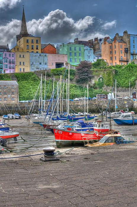 Tenby is a picturesque fishing town in South West #Wales characterised by it's #colourful sea front buildings photo by Steve Purnell #art