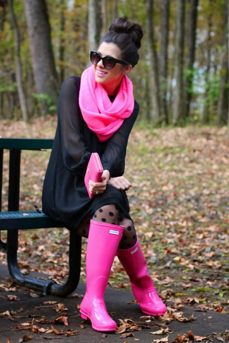 Rainy outfit ideas. Neon pink scarf/ clutch/ hunter rain boots and black dress, my fav colors