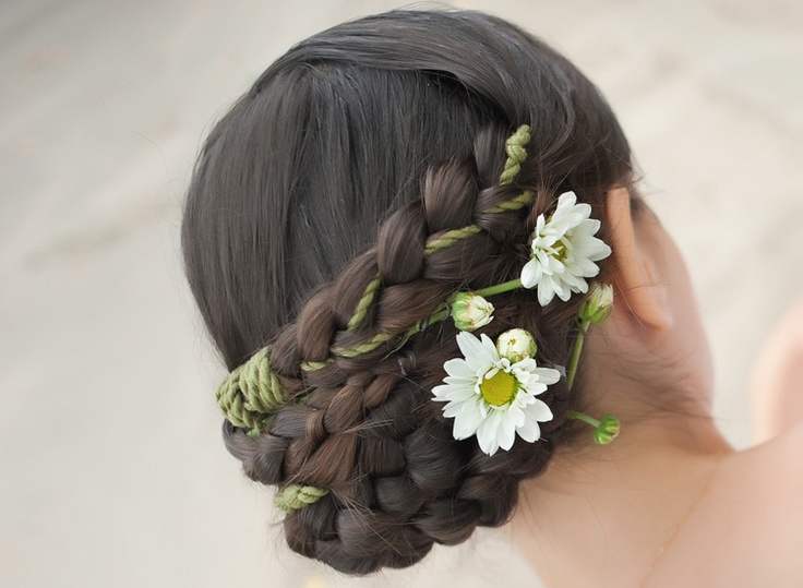 Look like an angel on your big day with this spectacular #wedding #hairstyle.