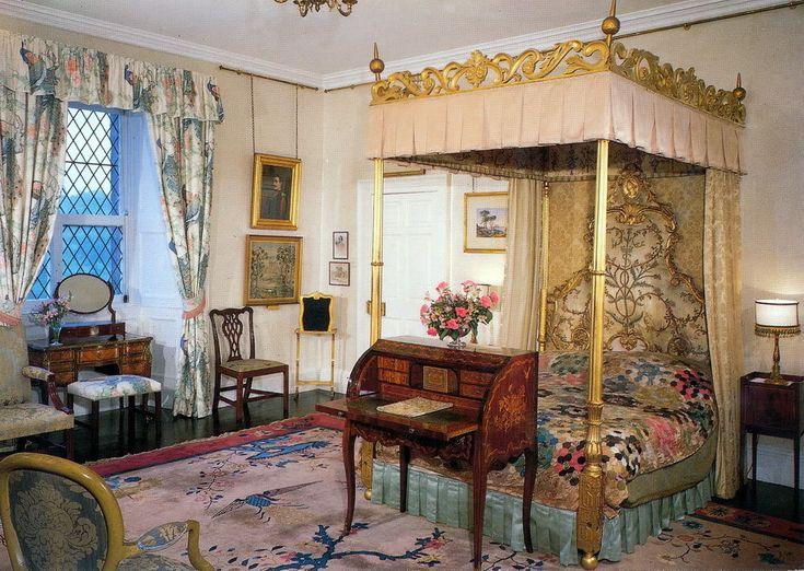 Buckingham Palace Bedrooms   Queens Bedroom at Buckingham Palace   Victorian Interior ...