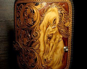 Portafoglio di cowboy di cuoio lavorata a mano, intagliato portafogli, portafoglio, cavallo, portafoglio sheridan, portafoglio in pelle lavorata, portafoglio con un cavallo