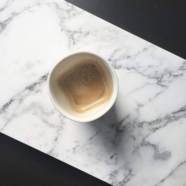 Er på @skogr_as idag å lager om utstillingsvinduet! ✨ #coffeebreak