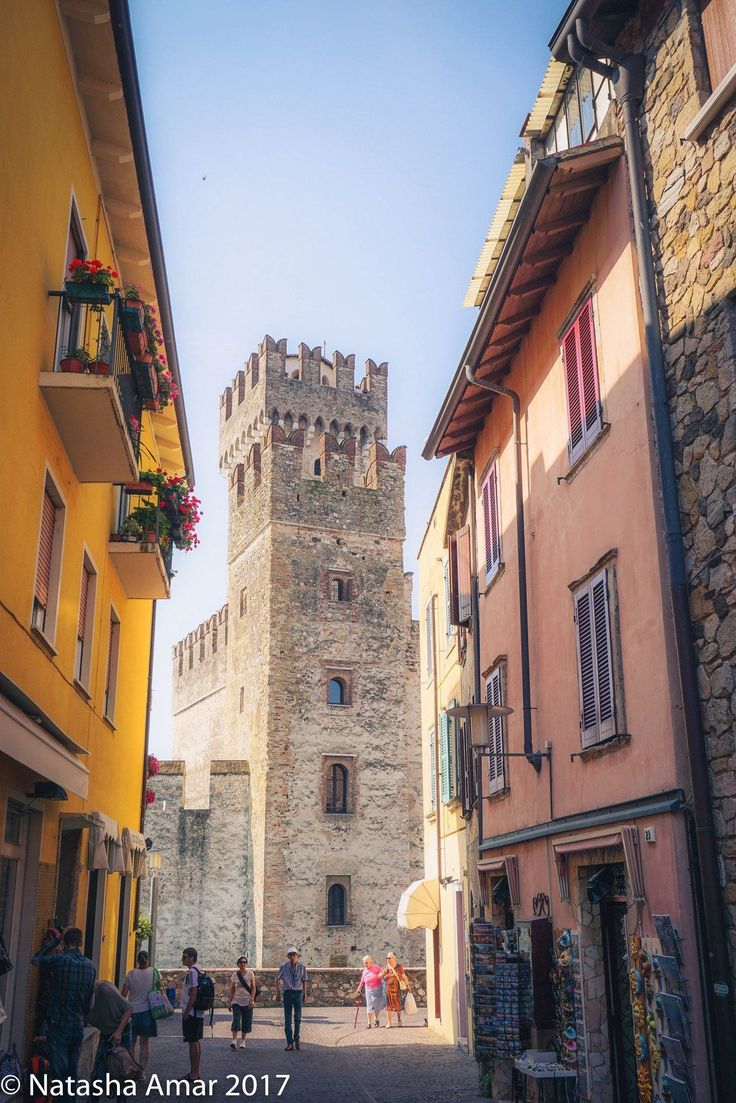 Lake Garda Holidays: Cool things to do in lake Garda on the perfect Italian lakeside trip of beautiful towns, medieval architecture, fantastic views, quality wines, and amazing food! #italianwine