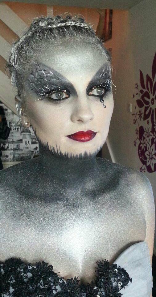 Crownbrush uk   Stunning make-up look byTasmynMUA   Artistic Makeup   Beautiful work.