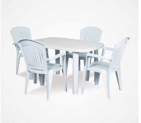 Plastik bahçe mobilyaları da oldukça tercih edilen ürünlerdendir. Çünkü onları kirden yağmurdan korumak daha kolaydır. Hem de diğer ürünlere göre daha uygun fiyatlıdır.