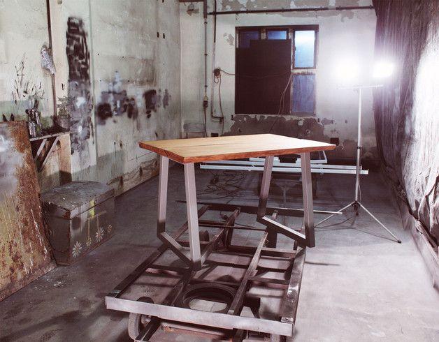 **Made in N51E12** Made in Germany Designklassiker inspiriert vom Bauhaus-Design. Die Möbel bestechen durch ihre klaren Formen und elegant-reduziertes Design.  Moderne Unikate für...