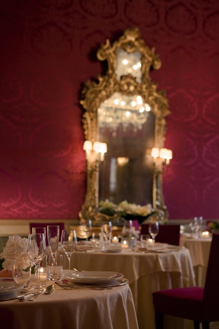 FR - La Sala Rossa del Ristorante Wagner al primo piano nobile di Ca' Vendramin Calergi sede storica del Casinò di Venezia. Info: ristorante@casinovenezia.it