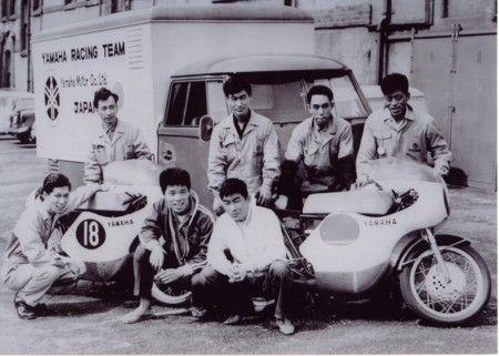 ベルギーGPでのヤマハチーム  前列が伊藤史朗と砂子義一