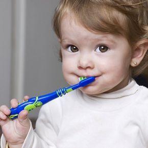 Saúde bucal: saiba como e quando começar a escovar os dentes das crianças