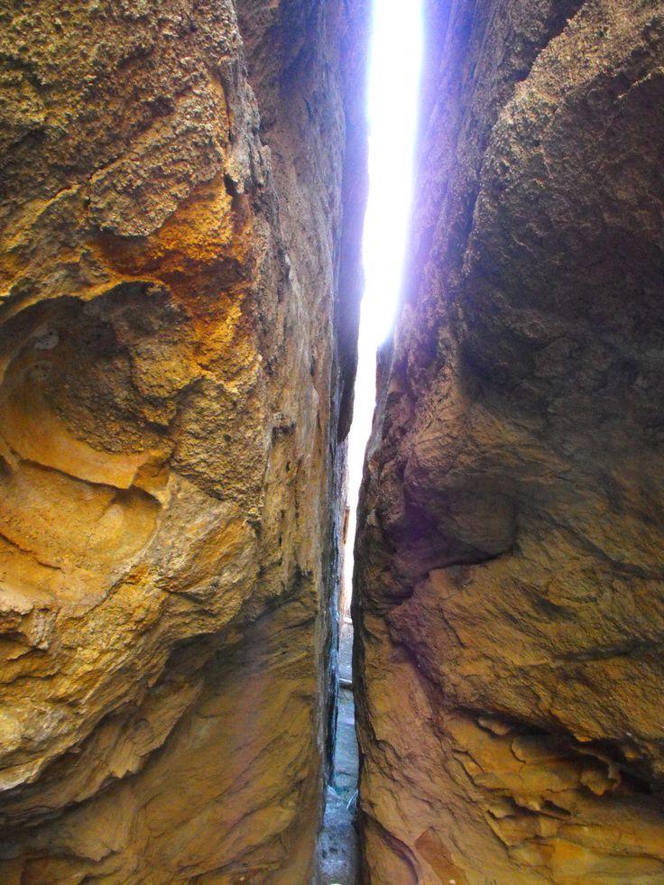 Diese individuelle Mietwagen Rundreise führt Sie in 14 Tagen von Cairns über den Daintree Regenwald mit eindrucksvoller Aboriginal Kultur durch das Outback der Undara Lava Höhlen und Cobold Gorge weiter durch den Regenwald der Atherton Tablelands und zurück über Mission Beach nach Cairns. Dabei erleben Sie die unterschiedlichen australischen Landschaften in kurzer Zeit.