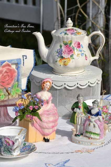 """Bernideen's Tea Time, Cottage and Garden: FIRST """"TEA IN THE GARDEN"""" for 2017"""