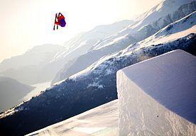 31-Aug-2014 15:10 - VAAK ONDERUIT GAAN OM HEEL GOED IN JE SPORT TE WORDEN. Aleksander Aurdal uit Oostenrijk is in zijn leven heel vaak gevallen, op elk mogelijke manier kwam hij pijnlijk ten val. Het heeft hem geleerd om risico's te durven inschatten en te nemen, hij leerde zijn lichaam steeds beter kennen en werd een hele goede freestyle skiër.