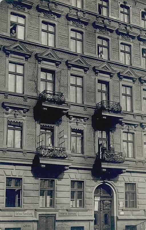 Nieznana kamienica we Wrocławiu.Rok 1924  Mi osobiście kojarzy się z kamienicami przy pl.Świętego Macieja(dawniej pl. Engelsa).