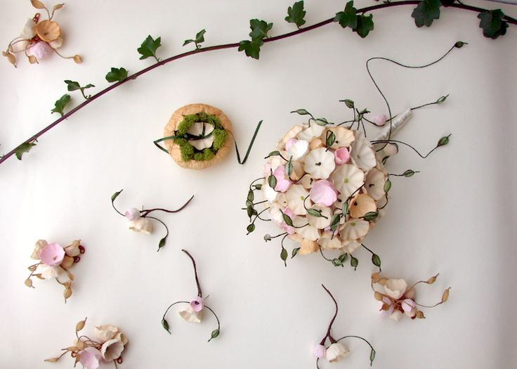 Matrimonio eco friendly in stile botanico organico, bouquet di carta e portafedi . Green wedding botanical style, paper bouquet by Eco Wedding Design