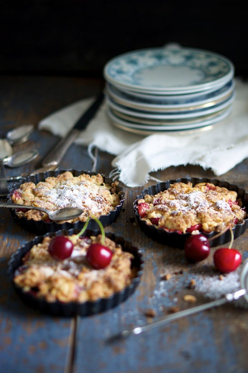 : Food Style, Pies Tarts Pastries, Crumble Recipes, Food Club, Summer Desserts, Food Photography, Cherries Crumble, Random Stuff, Cherry Crumble