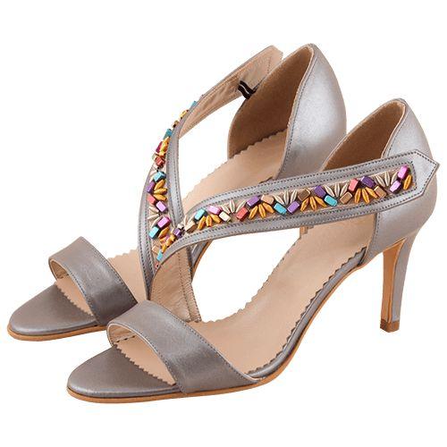 Sandalele cu toc cui de 8 cm sunt fabricati din piele naturala si se recomanda purtarea lor promavara si vara. Poarta aceste sandalele cu un machiaj proaspat pastelat si o rochie ispititoare din matase pentru un look fascinant!