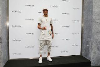 Neymar, fue con su hermana y con un look total white