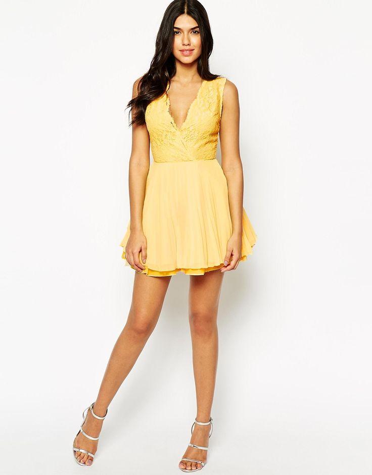 Короткое приталенное платье с широкой юбкой и кружевным лифом AX Paris