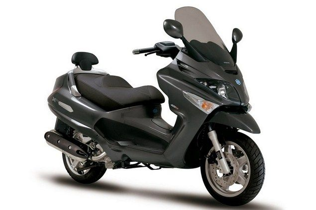 Top 10 maxiscooters under £3k - Piaggio XEvo 400 - Page 6 - Motorcycle Top 10s - Visordown