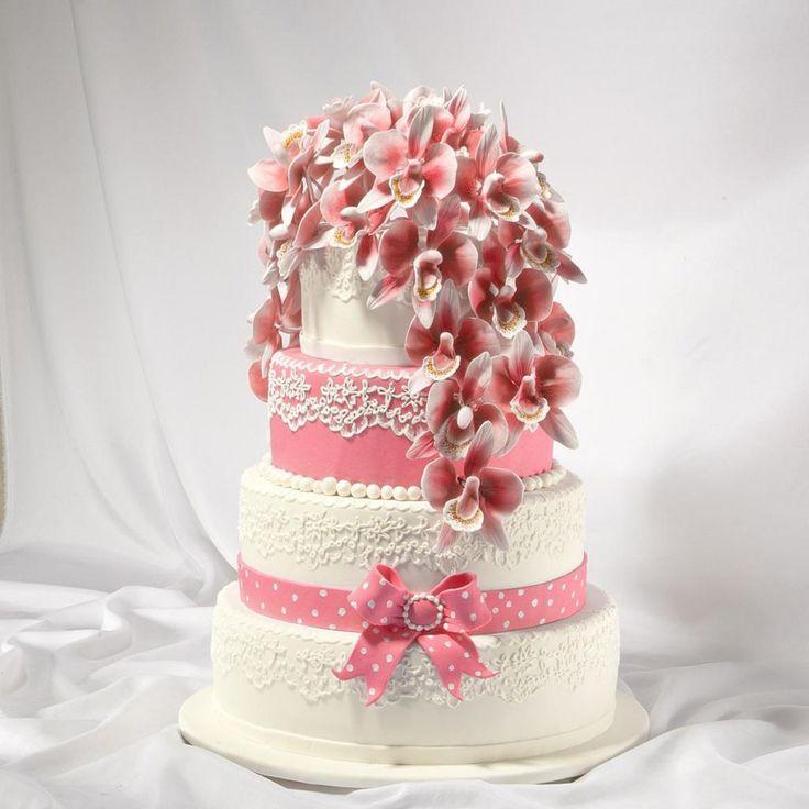 Свадебный торт в классическом исполнении, с розовыми орхидеями бантами и рюшами. Выполнено в Мастерская тортов Владимира Сизова.