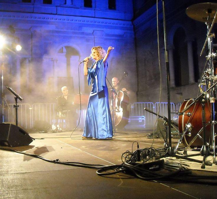 """Sabrina Paglia in """"MinaMia"""", concerto tributo a Mina e Mia Martini a favore di Grade Onlus - Chiostri di San Pietro - Reggio Emilia"""