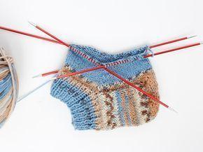 Socken stricken - das schaffst du auch als Anfänger mit unserem Anleitungs-Guide! Welche Sockenwolle, Stricknadeln, Strick-Technik? Plus Größentabelle