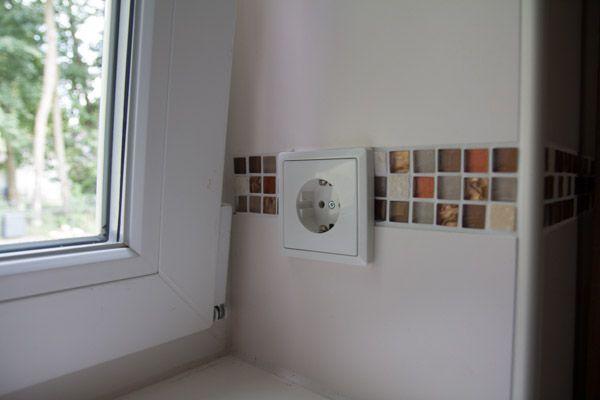 Steckdosen innerhalb der Fenster sind optimal für die Weihnachtsbeleuchtung
