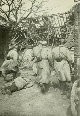 1916. French troops in house-to-house fighting in Neuville St. Vaast.