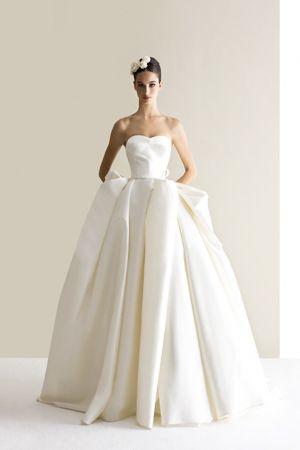 花嫁に朗報 アントニオリーヴァのドレスフェアがミーチェで開催中