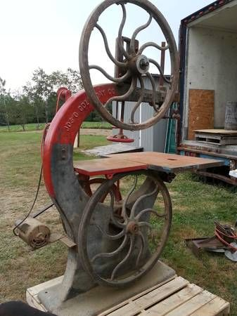 I Would like an early Band Saw like this in my shop. Like I need More tools! :-)