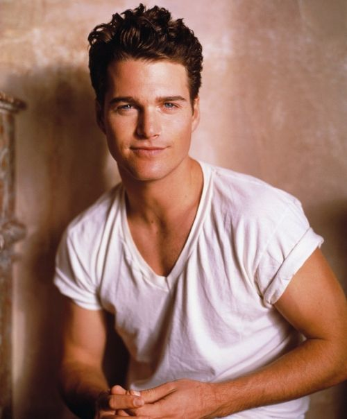 20 Hottest Male Celebrities Under Thirty - lolwot.com
