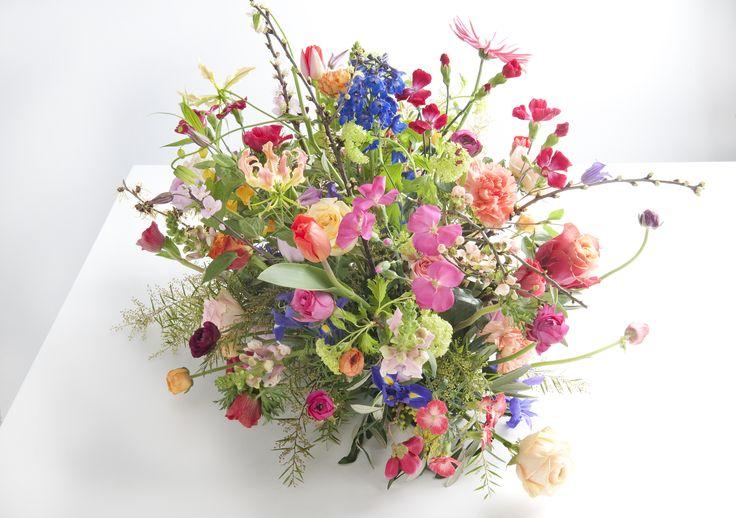 Ook afscheidsbloemen kunnen luchtig als een veldboeket Gemaakt door Bloemen van Loes bloemenvanloes.nl