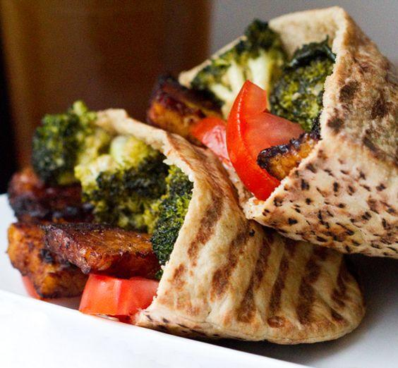 smokey maple tempeh broccoli pita: Vegans Meals, Tempeh Broccoli, Maple Tempeh, Broccoli Pita, Pita Pockets, Healthy Food, Vegans Broccoli Tempeh Pita, Vegans Food, Smoky Maple