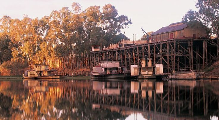 Paddlesteamers on the wharf at the port of Echuca