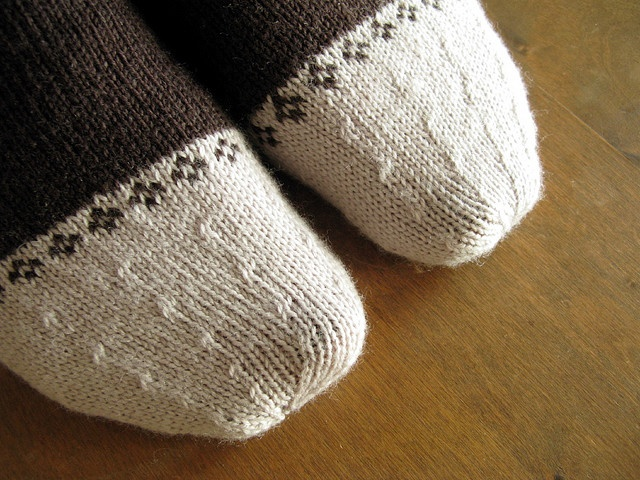 If I kntted socks I would most certainly do this!   nice detail - great toe for a leftover yarn sock.
