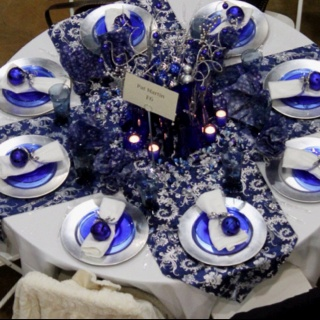 Christmas Table with Cobalt blue: silver chargers, blue ...