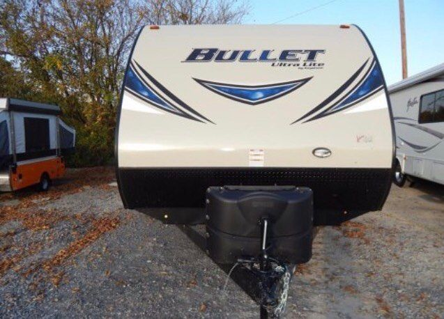 Check out the 2017 Keystone Bullet 277BHS on our website which is linked in the bio! 💙🚐 #Loudon #LoudonTN #Sweetwater #SweetwaterTN #Midway #MidwayTN #Kingston #KingstonTN #Rockwood #RockwoodTN #Harriman #HarrimanTN #Cardiff #CardiffTN