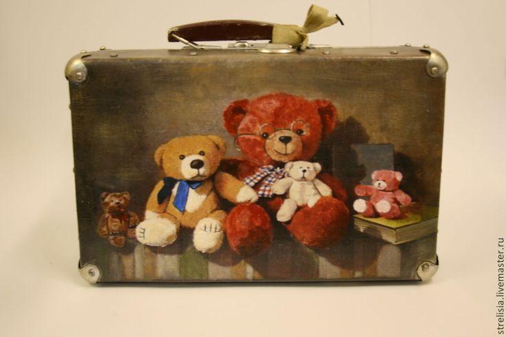 "Купить ""Мишкин багаж 2"" Чемодан - рисунок, чемоданчик, декор чемодана, винтажный мишка"