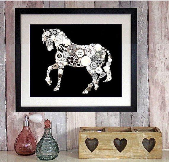 Attenzione: Questarte è anche disponibile in forma stampata sotto la sezione: stampe darte pulsante!  Un occhio cattura in bianco e nero cavallo su un solido nero verniciato 8 x 10 in tela con un sacco di bling ed elementi speciali per renderlo davvero unico. Naturalmente, come al solito, io non risparmiano gli strass Swarovski o ad uno qualsiasi degli altri elementi luccicanti. È un cavallo per sciogliere il tuo cuore!  Se sei incuriosito dalla mia casa foto (fatto del mio meglio)…