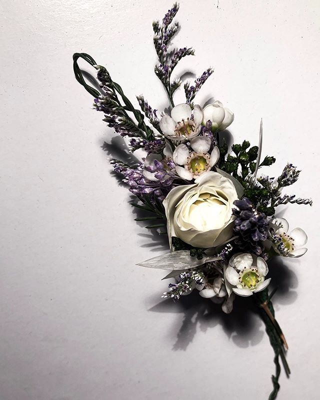 Lavender Caspia Wax Flower Tiny Rose Sprays On Our Special Bride This Morning Intricate Flowercrown Www Gerbilsgarden Com Wax Flowers Flower Crown Flowers