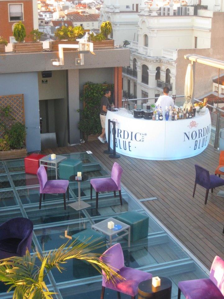 Fiesta en la azotea de Hotel Santo Domingo - Madrid.
