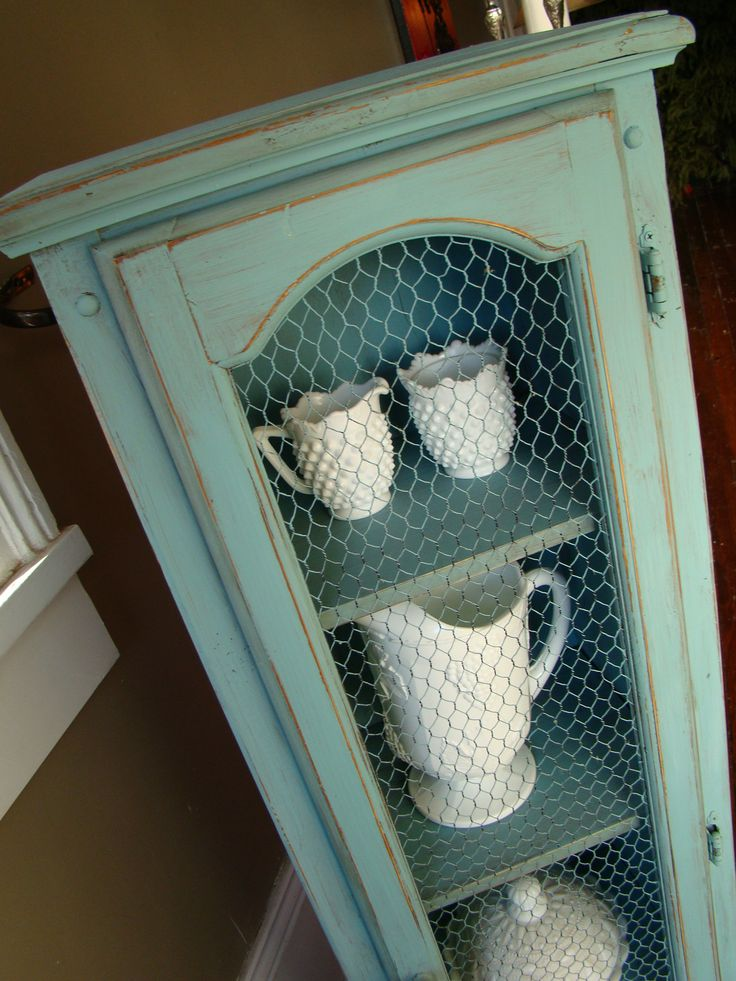 Annie Sloan Provence....love the chicken wire too ds